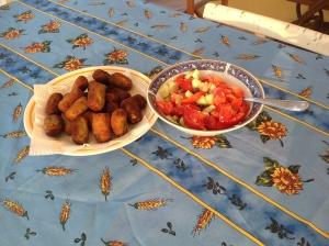 Polpette di melanzane con insalata greca